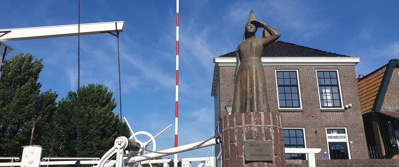 Vrouwe van Stavoren: Statue in Stavoren