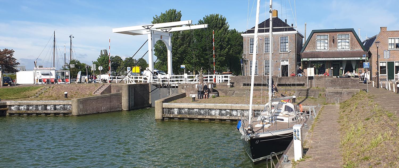 Segelboot im Hafen von Stavoren